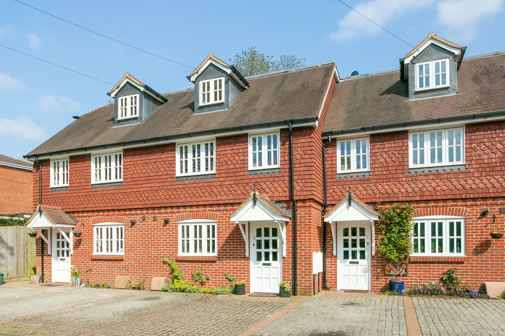 Horsham Road, Shalford, Guildford GU4 8EG