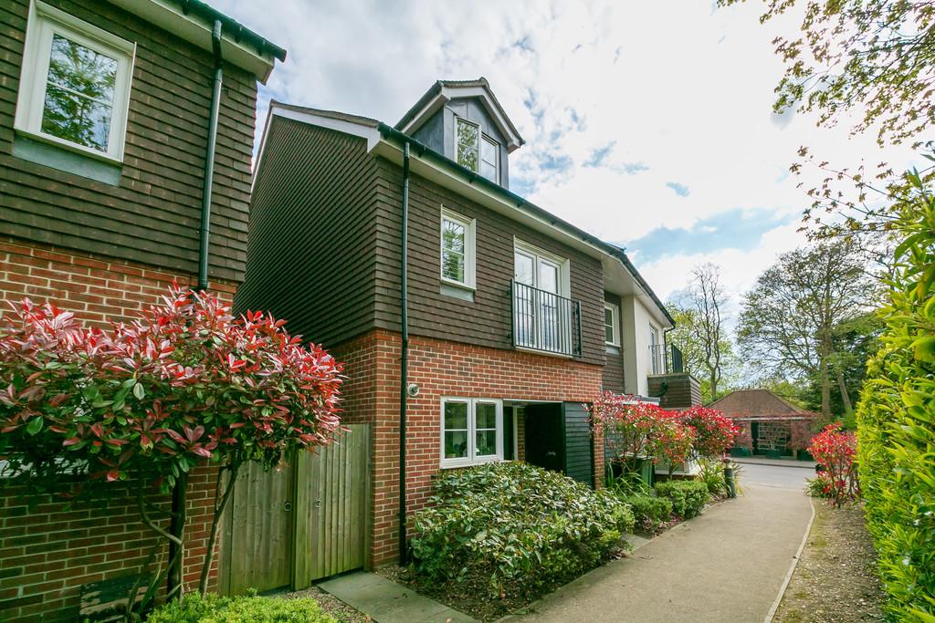 Downsedge Terrace, Guildford